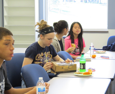 Reading Marathon finishers eat lunch in library
