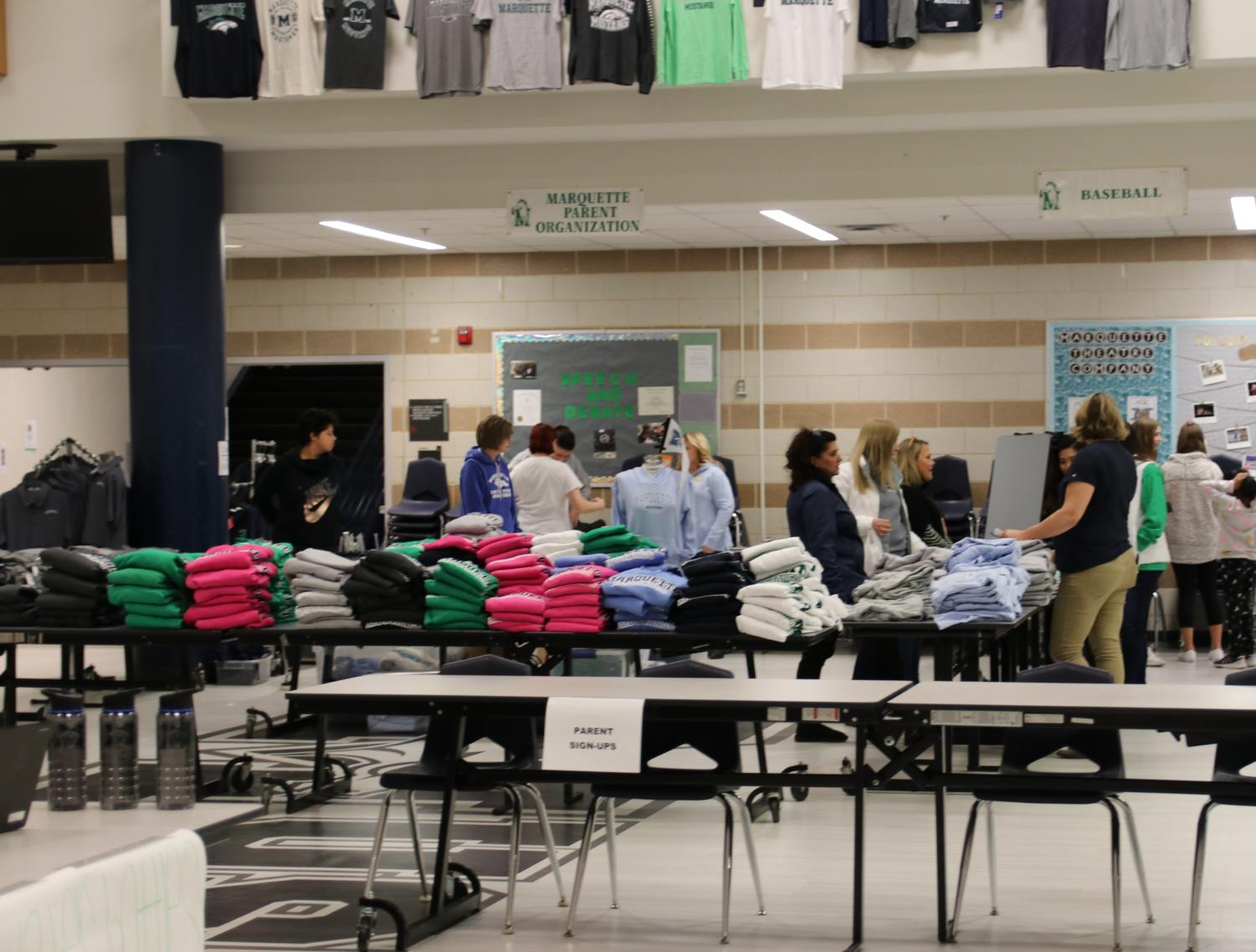 Volunteers+from+the+MPO+work+at+a+table+set+up+in+the+Commons+where+they+sell+MHS+spiritwear+for+the+incoming+freshmen.+%E2%80%9CI+work+in+the+school+store+on+a+twice-a+month+basis%2C+and+I+like+working+with+the+merchandise%2C+so+I+volunteered%2C%E2%80%9D+Janice+Schuth%2C+one+of+the+women+working+the+spiritwear+table%2C+said.