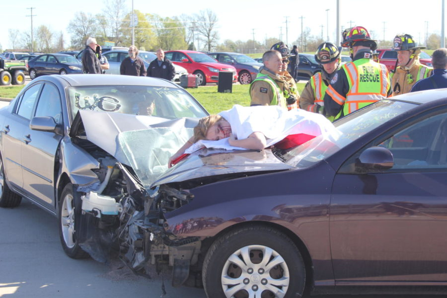 Willa+Burns%2C+senior%2C++pretends+to+lie+dead+during+the+prom+crash+reenactment.+This+reenactment+occurs+annually+before+prom+to+show+students+the+danger+of+driving+while+intoxicated.