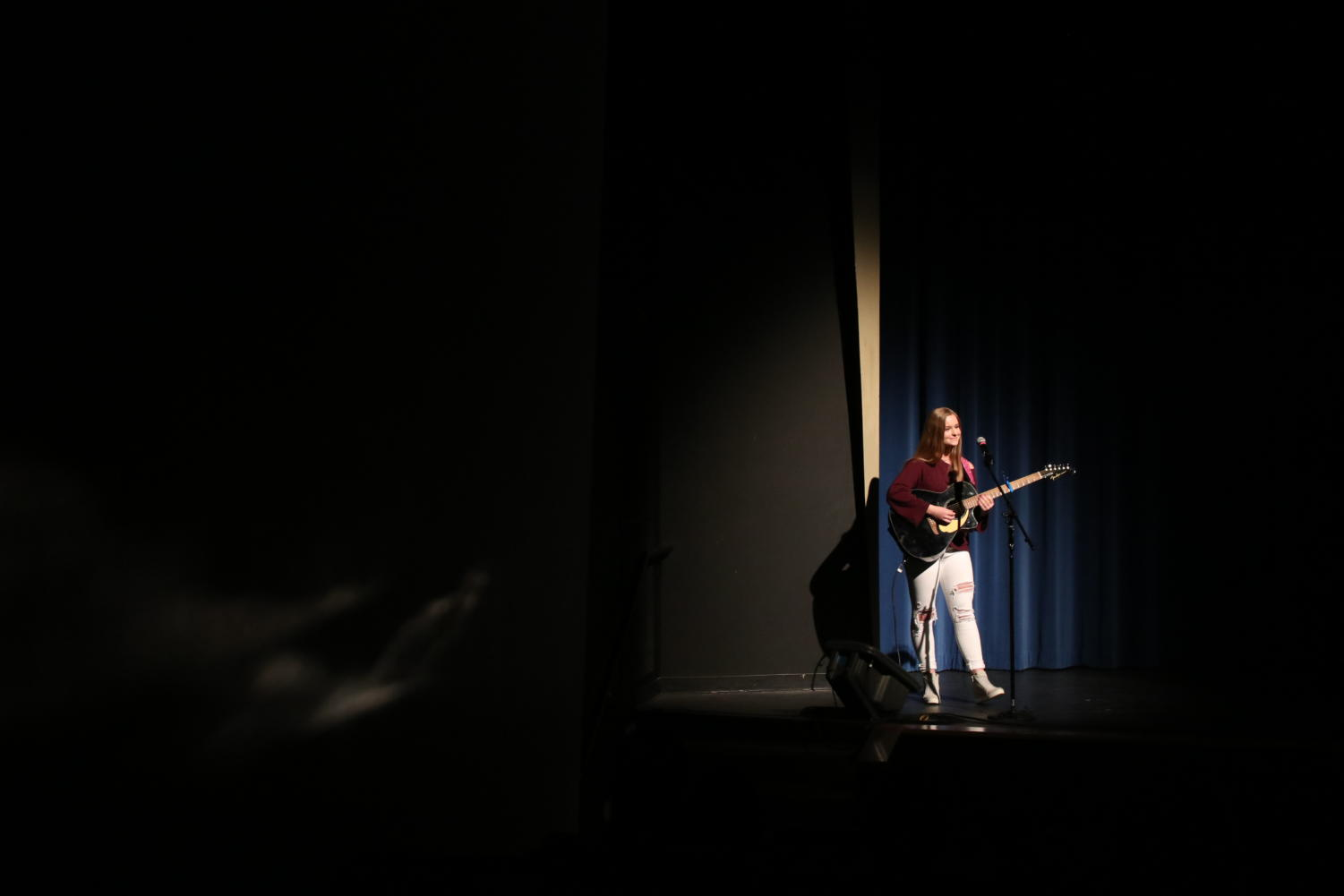 Sarah+Henderson%2C+sophomore%2C+sings+and+plays+guitar+for+Ed+Sheeran%E2%80%99s+%E2%80%9CI+See+Fire.%E2%80%9D+She+said+she+has+been+performing+at+talent+shows+ever+since+kindergarten.+%E2%80%9CI+feel+like+talent+shows+allow+everyone+to+showcase+their+own+individual+strengths%2C%E2%80%9D+Henderson+said.
