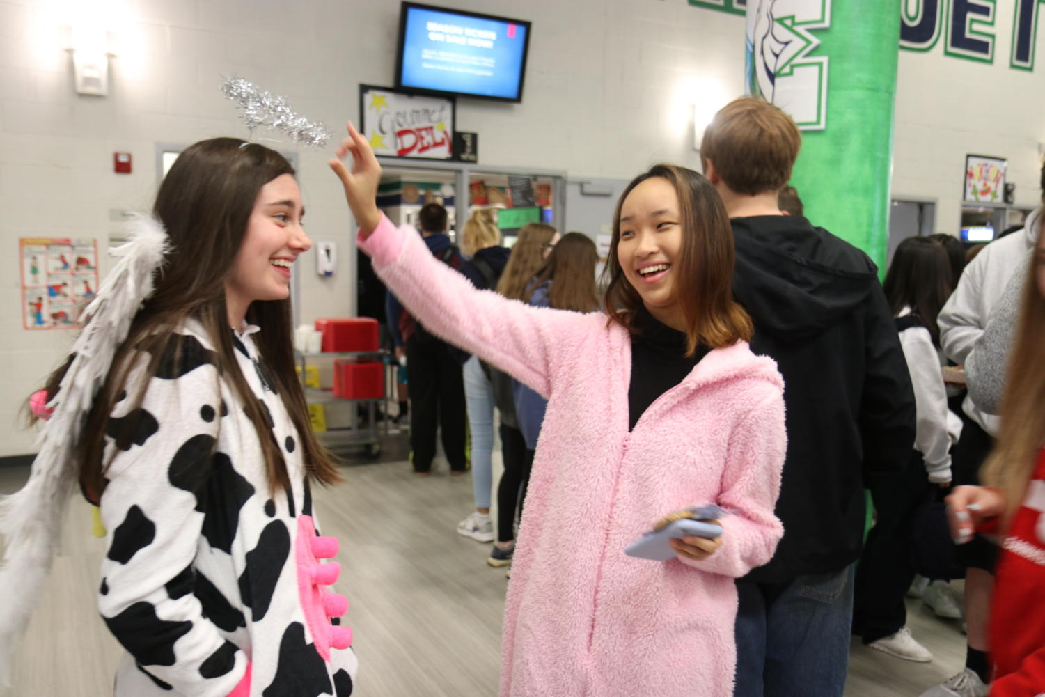Seniors+Molly+Robinson+and+Nayoung+Yoo+are+dressed+as+a+%E2%80%98Holy+Cow.%E2%80%99+and+a+pig.++%22I+say+%E2%80%98holy+cow%E2%80%99+all+the+time+and+I+thought+it+would+be+funny%2C%E2%80%9D+Robinson+said.