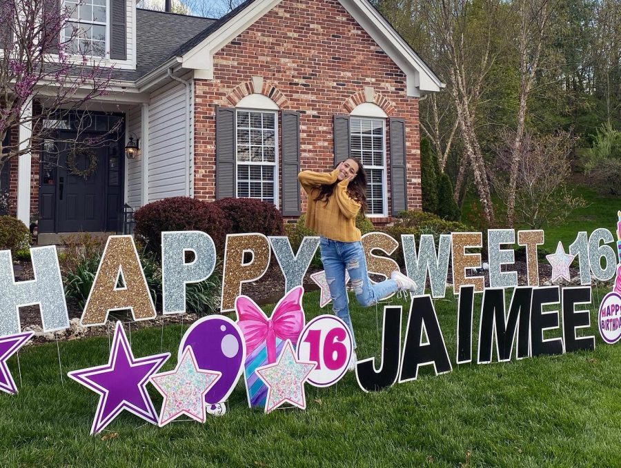 Jaimee+Bunderson%2C+sophomore%2C+stands+in+front+of+the+birthday+lawn+signs+saying+%22Happy+Sweet+16+Jaimee.%22