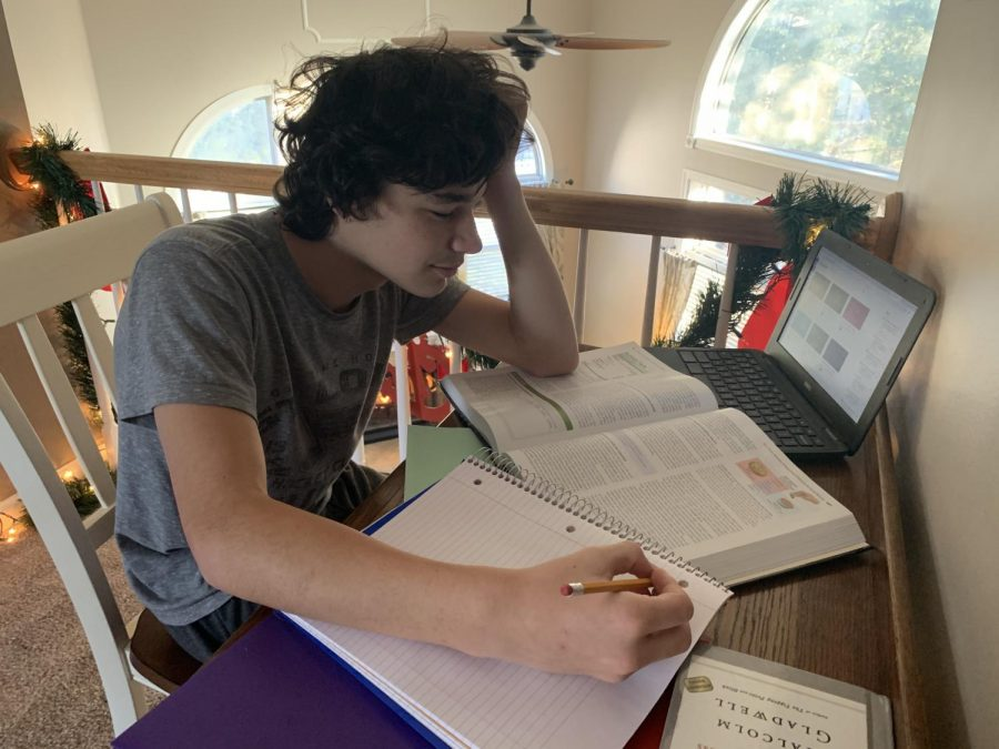 Matt+Taylor%2C+freshman%2C+finds+virtual+coursework+to+be+difficult.+He+is+not+alone%2C+as+many+students+have+struggled+with+online+learning+this+fall.+To+help+struggling+students%2C+RSD+has+created+an+in-house+credit+recovery+program+using+their+own+curriculum+and+teachers.+Students+who+have+failed+classes+in+the+first+quarter+now+have+the+opportunity+to+earn+credits+during+the+second+quarter+needed+to+graduate.+