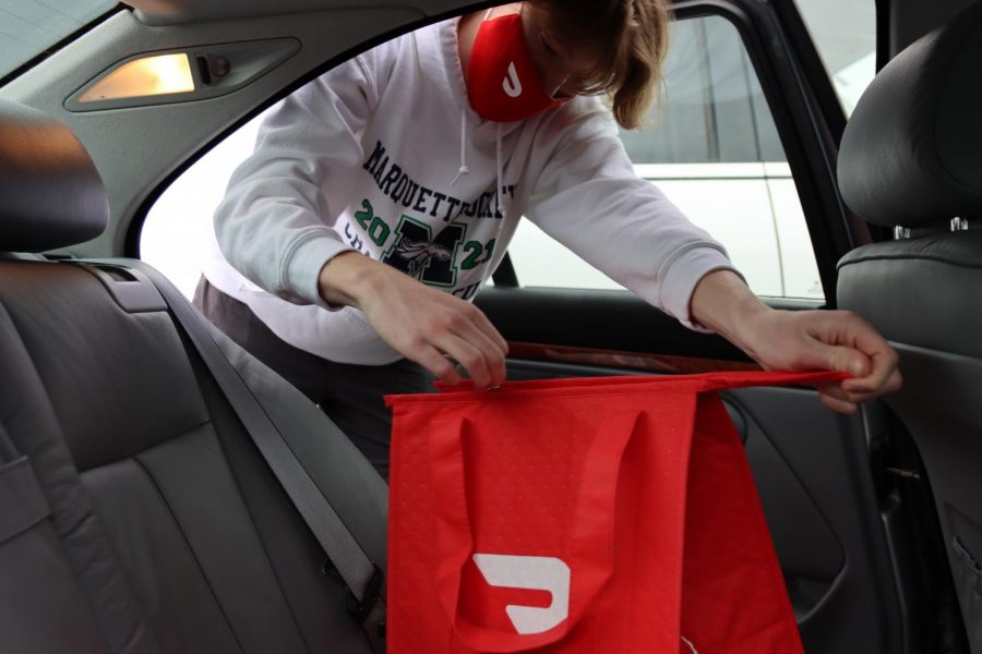 Hill loads the order into a DoorDash issued warming bag to keep the food hot while it is delivered. DoorDash has it's tip amount defaulted to 15% on orders allowing drivers to make an average of $15-$20 an hour.